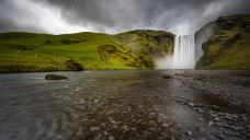 森林瀑布-冰岛南部区-是条胳膊