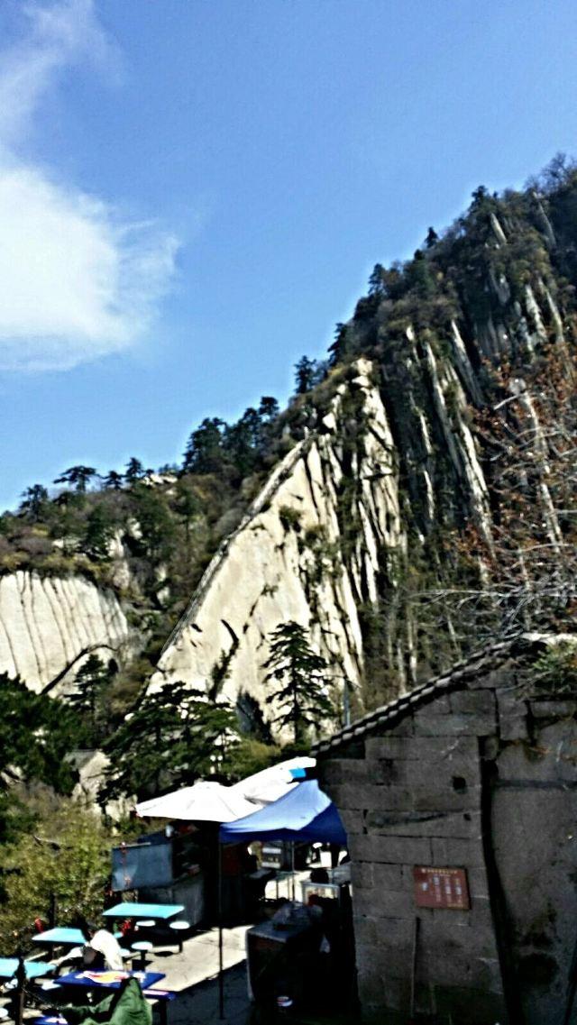 """蒼龍嶺,華山著名的險道之一,是北峰通往其他各峰的唯一通道,""""自古華山圖片"""