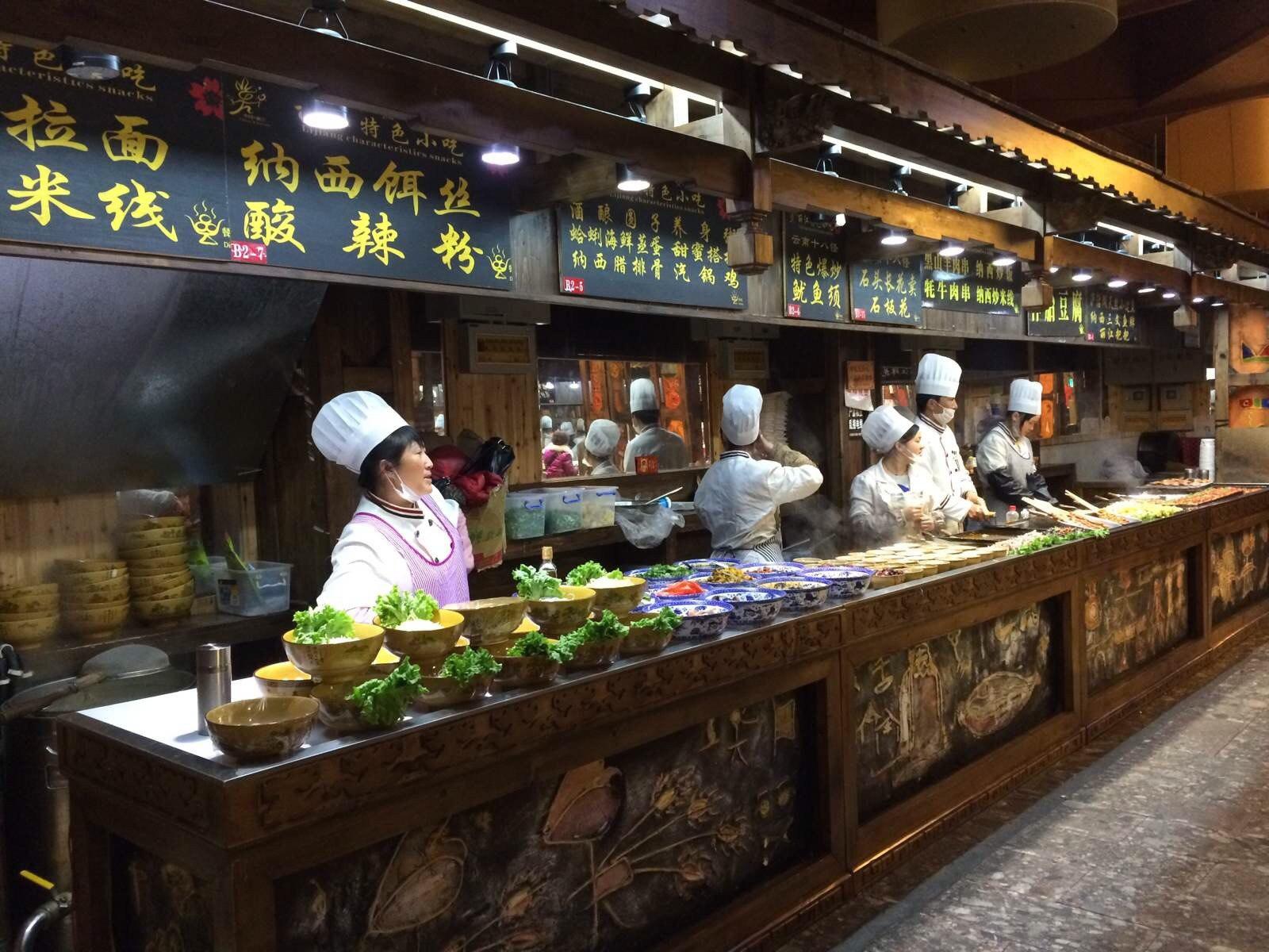 丽江小吃_丽江古城美食街