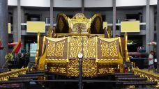 努洛伊曼皇宫