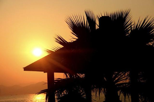 不知不覺就到了晚上,環島路的風景愈加燦爛,夕陽美景無限好.